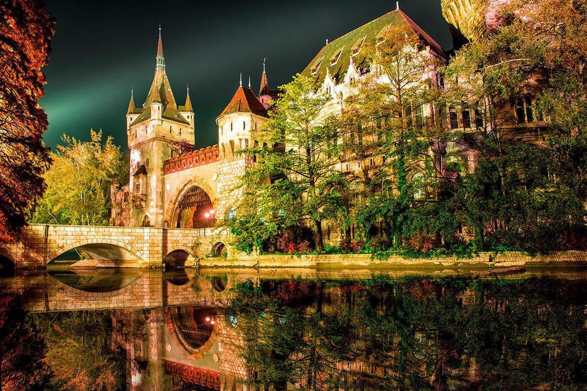 Замок в будапештском парке Варошлигет