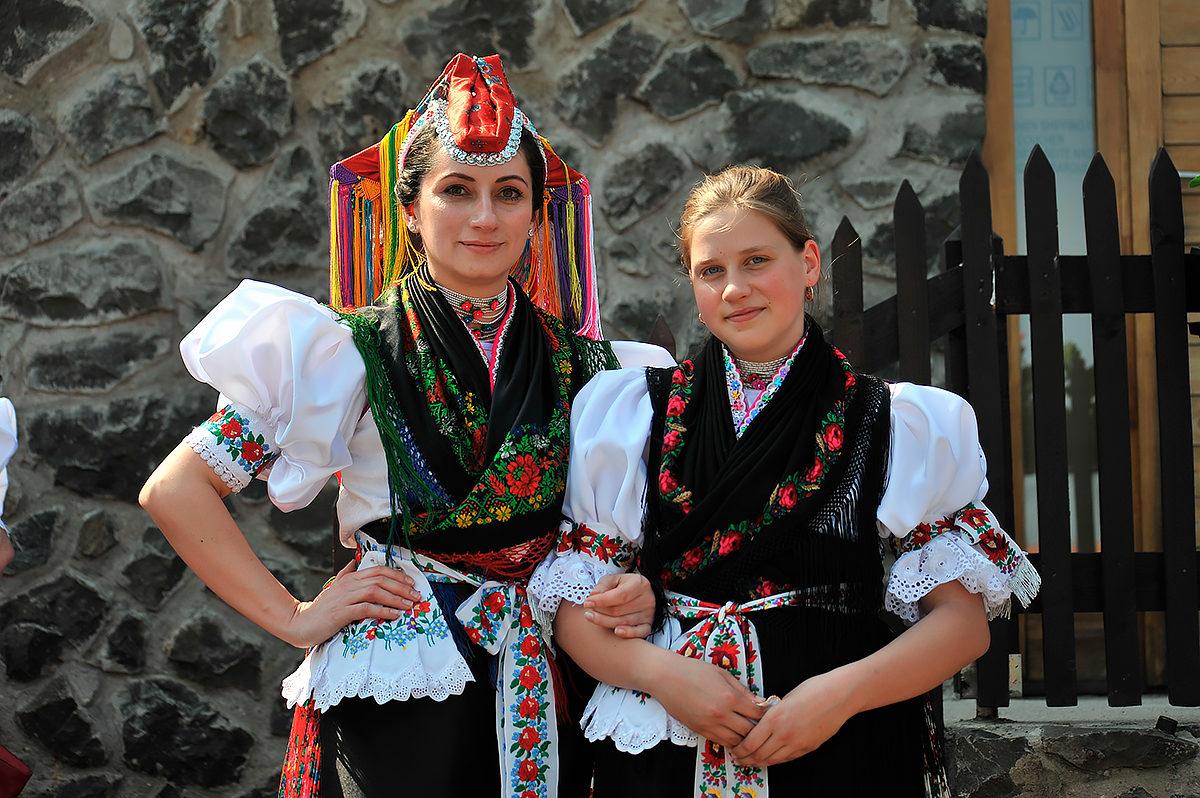 Женский национальный костюм, Венгрия