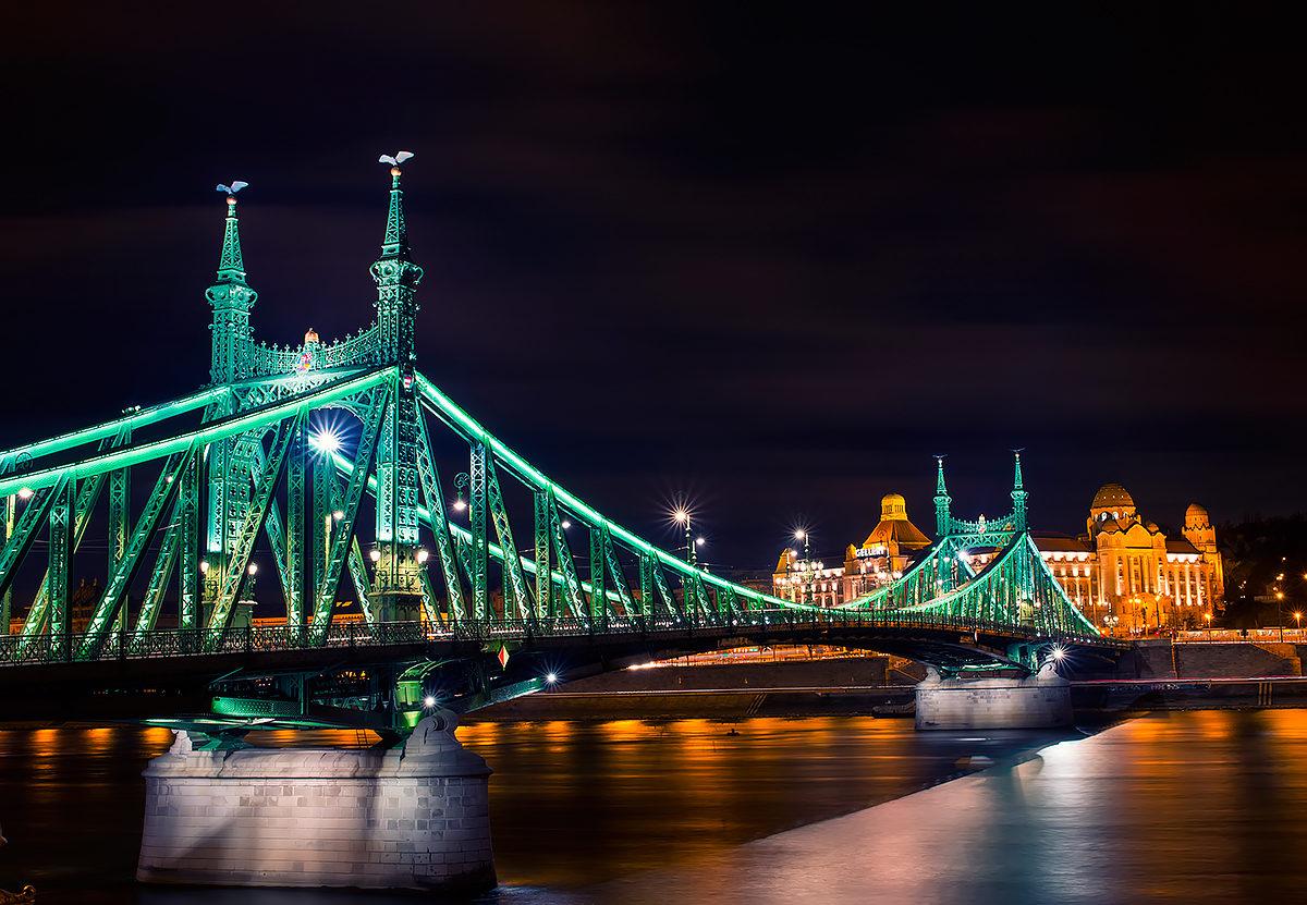 Вечерние огни моста Свободы, Будапешт