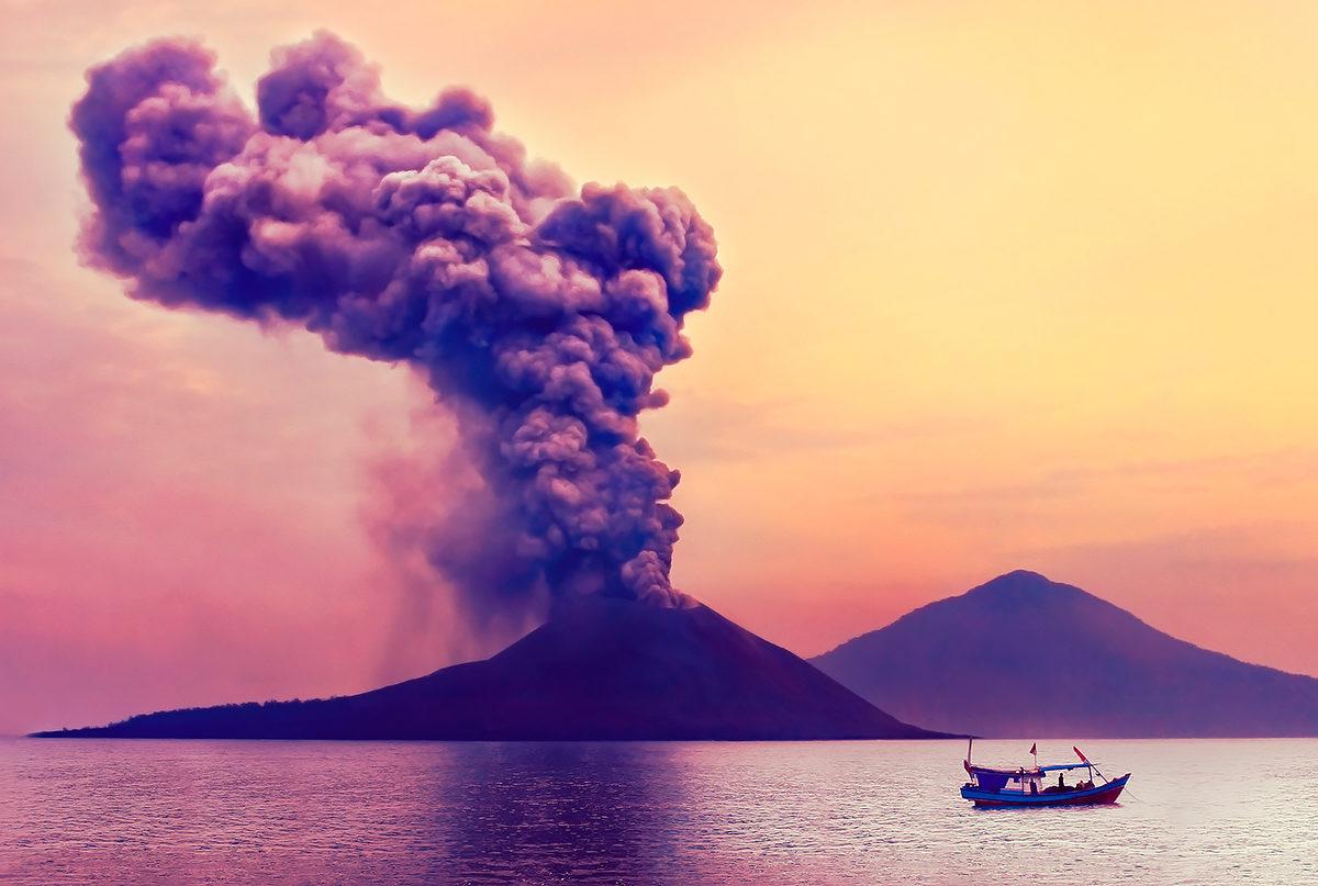 Вулкан Кракатау, извержение