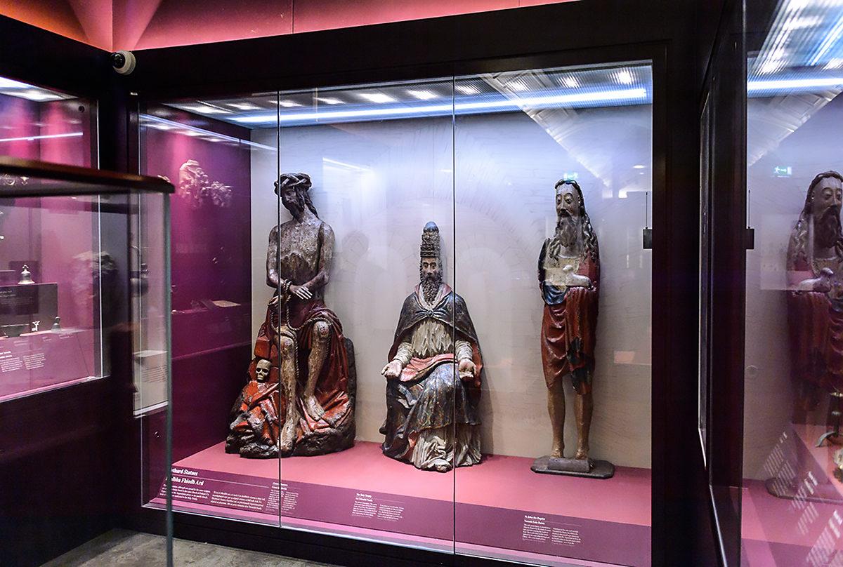 Экспонаты в Национальном музее Ирландии, Дублин