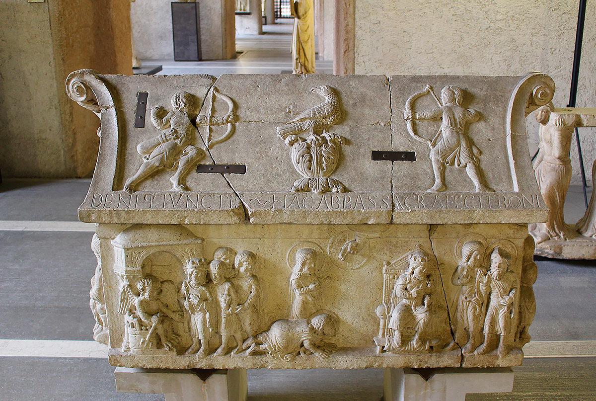 Барельеф святых, Городской музей Кастельвеккио