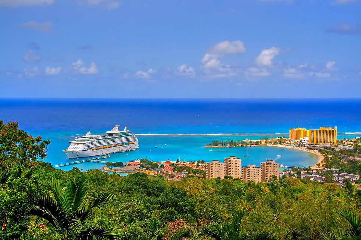 Вид на побережье г.Очо Риос, Ямайка