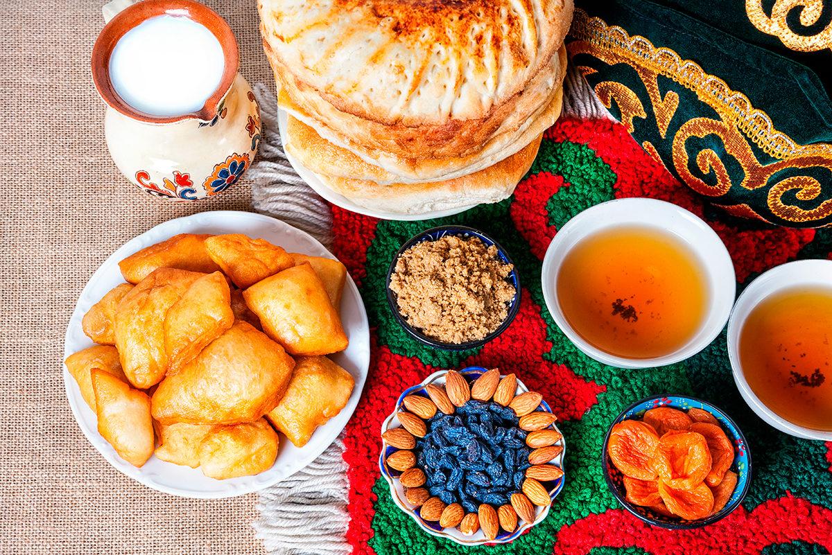 Чай с баурсаками, кумыс, и прочие закуски