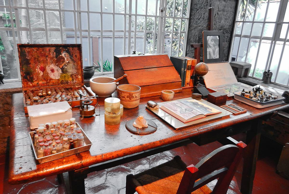 Рабочий стол Фриды Кало