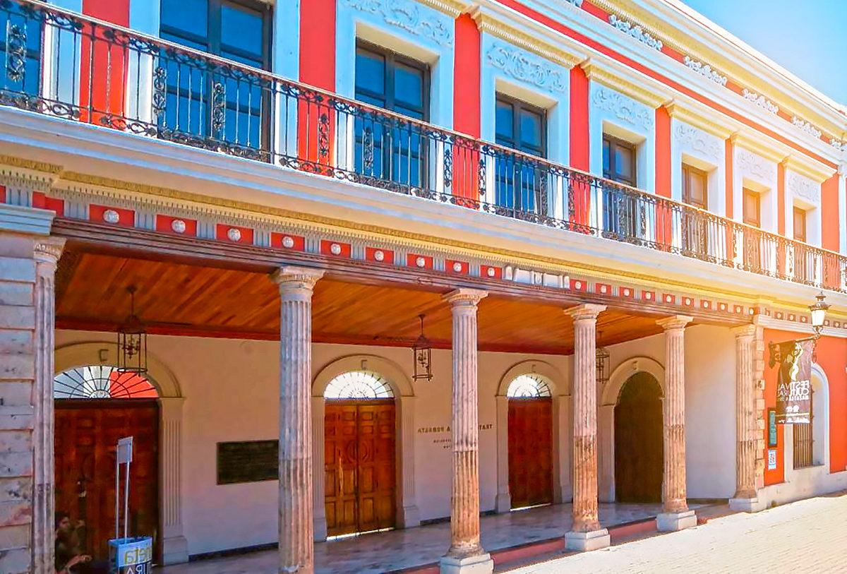 Театр имени Ангелы Перальты, фасад здания