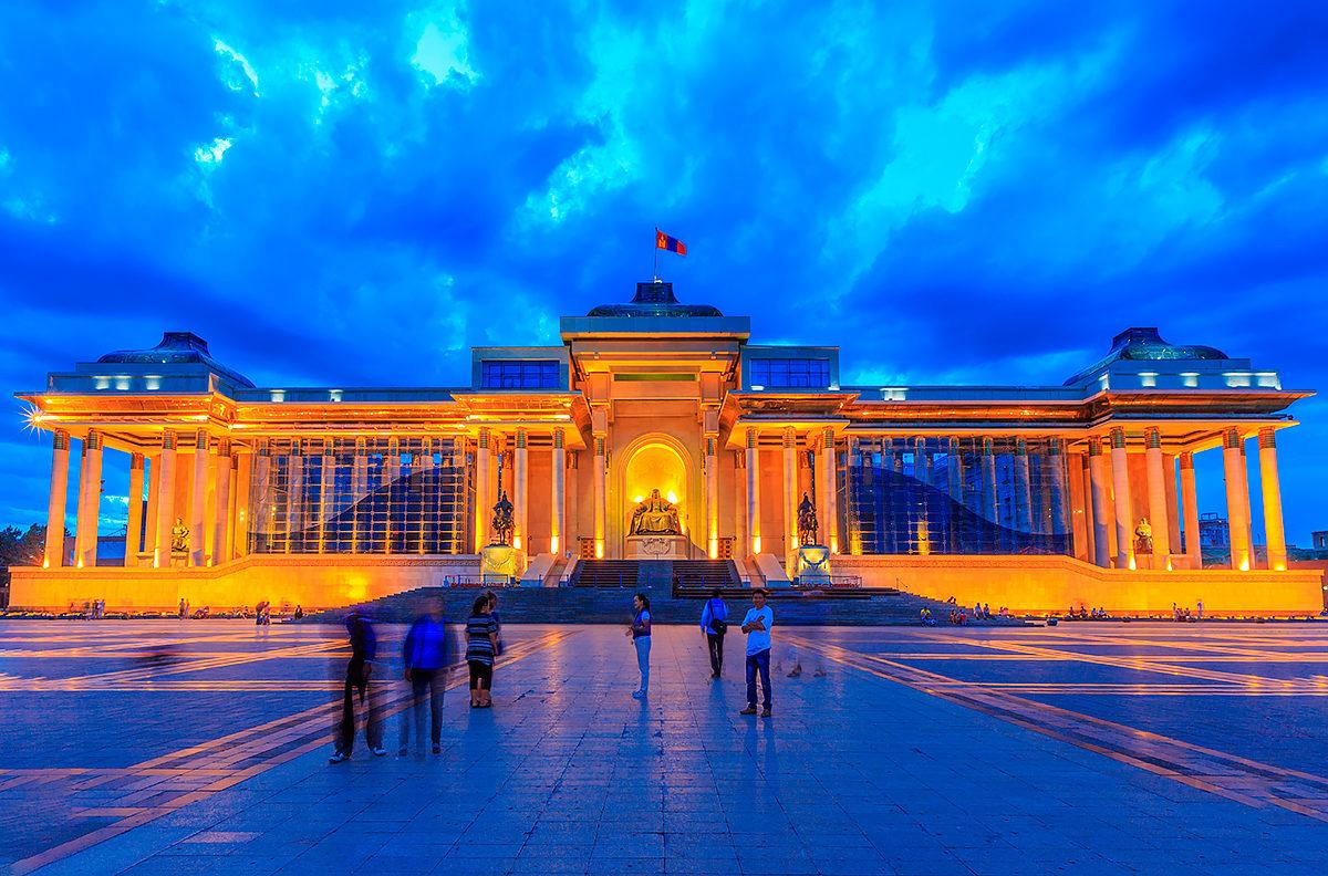 Центральная площадь Улан-Батора - площадь Сухэ-Батора