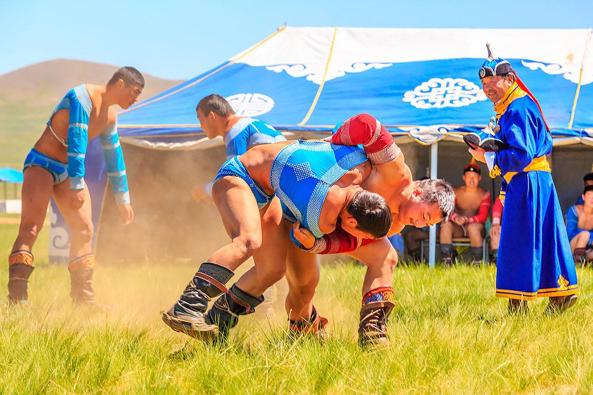 Борцы на фестивале монгольской культуры