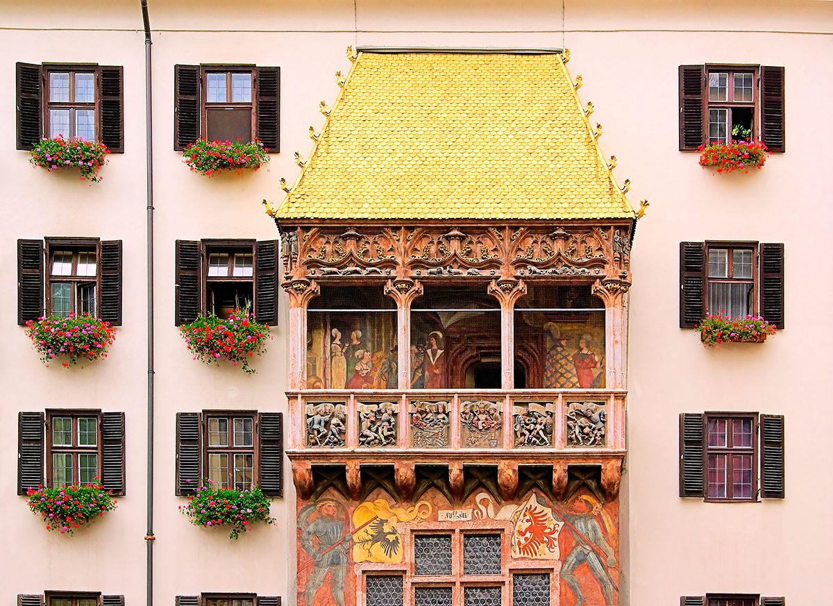 Дом с золотой крышей