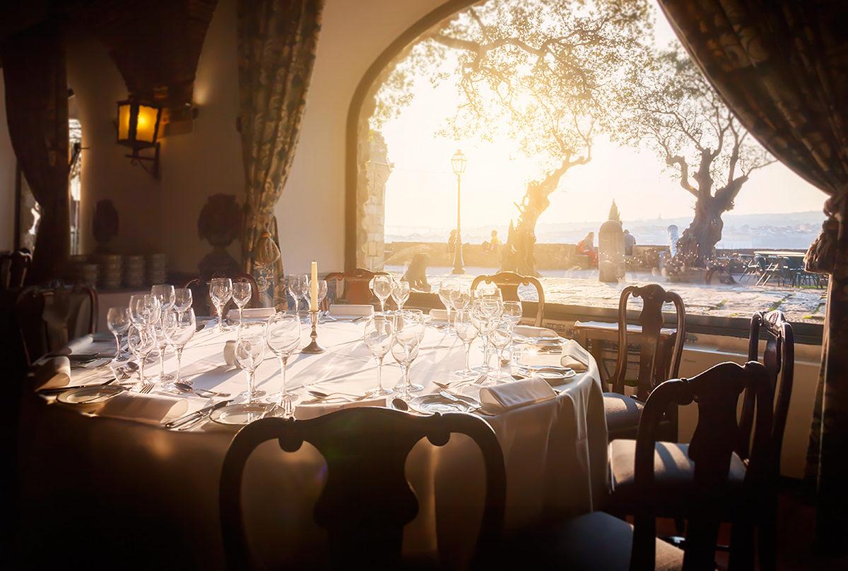Ресторан с видом на океан