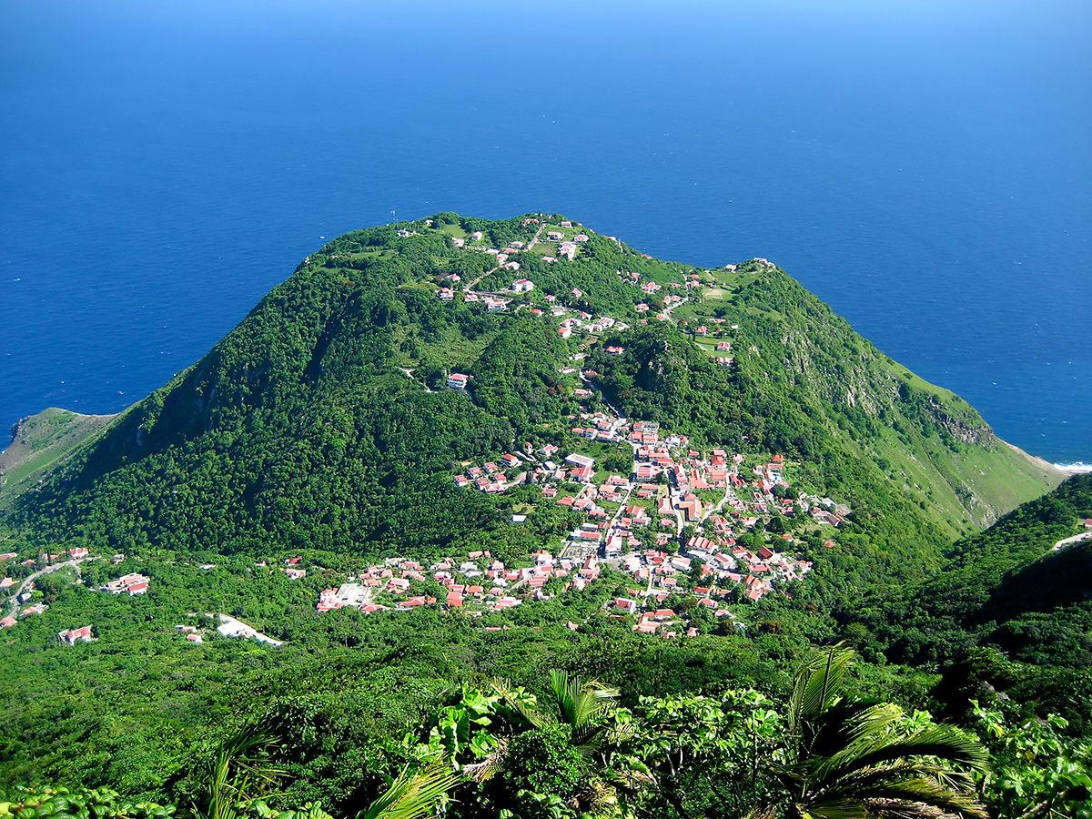 Вид на обитаемую часть острова, Саба