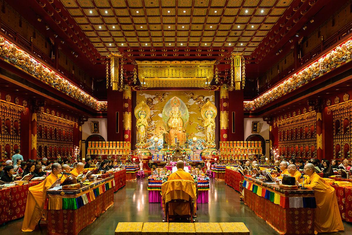 День поклонения в храме Будды