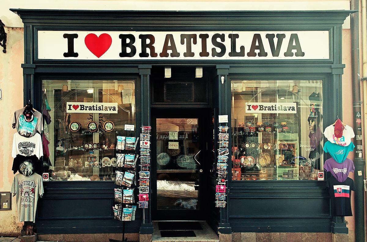 Раритетная сувенирная лавка в Братиславе