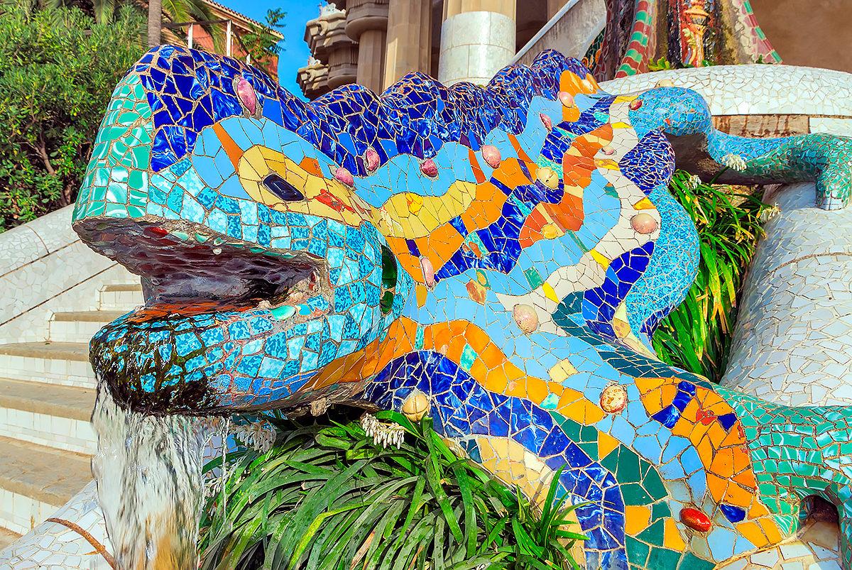 Мозаичные скульптуры в парке Гуэля
