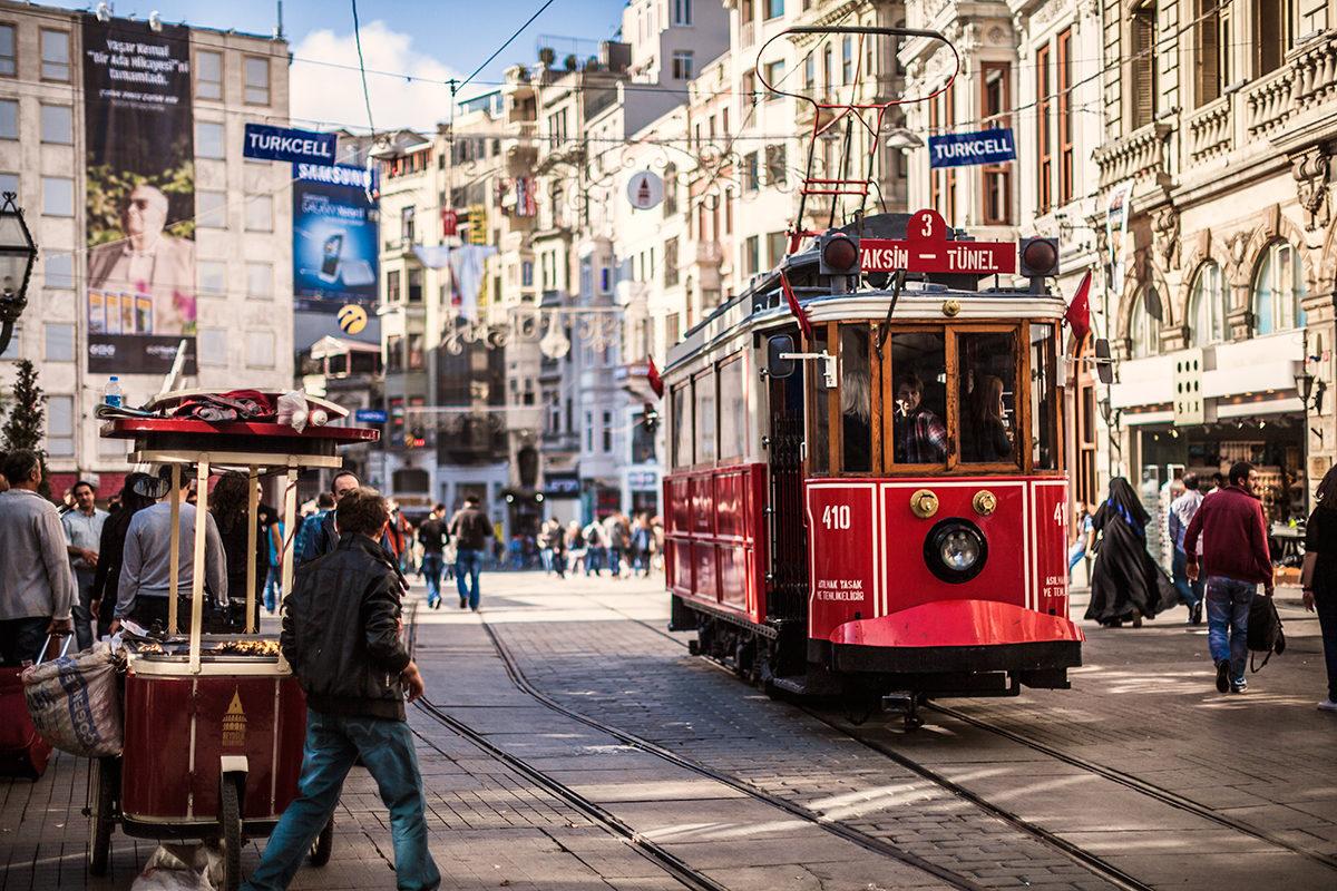 Старинный трамвай в Стамбуле