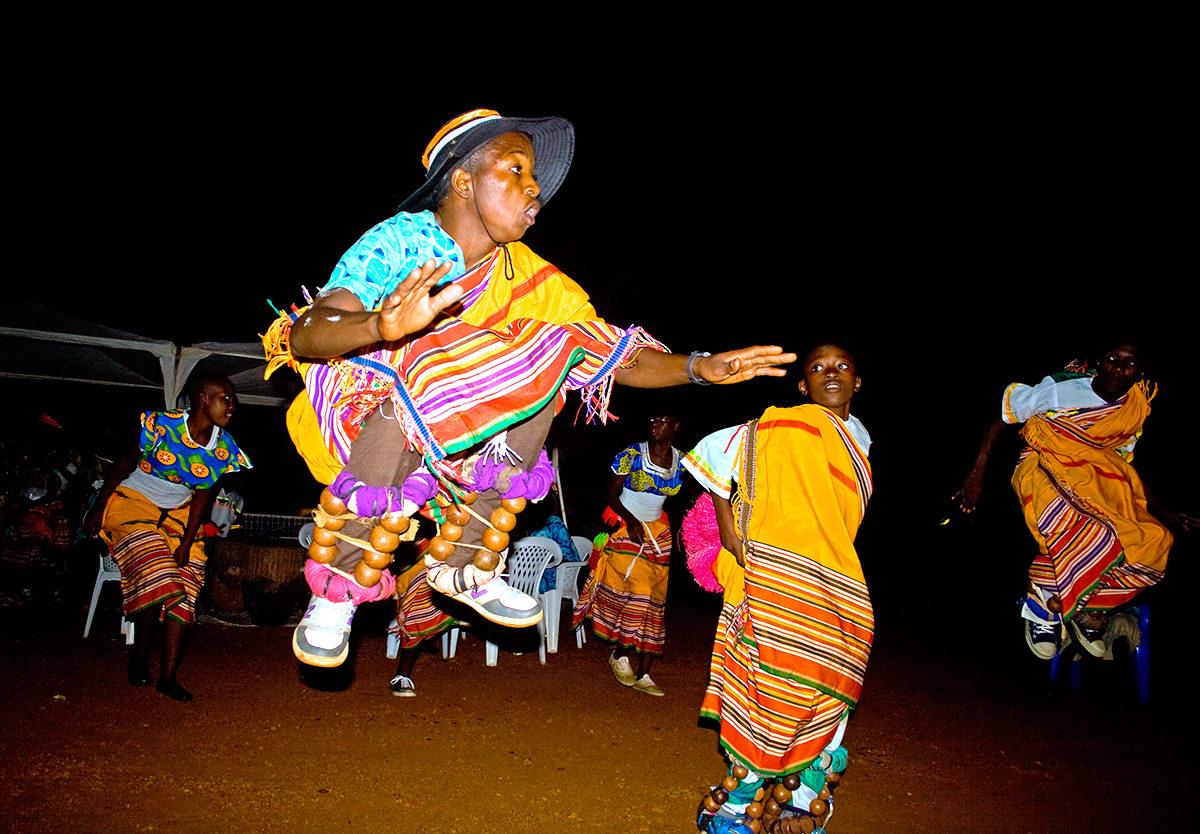 Танец, повествующий о традициях народа Уганды