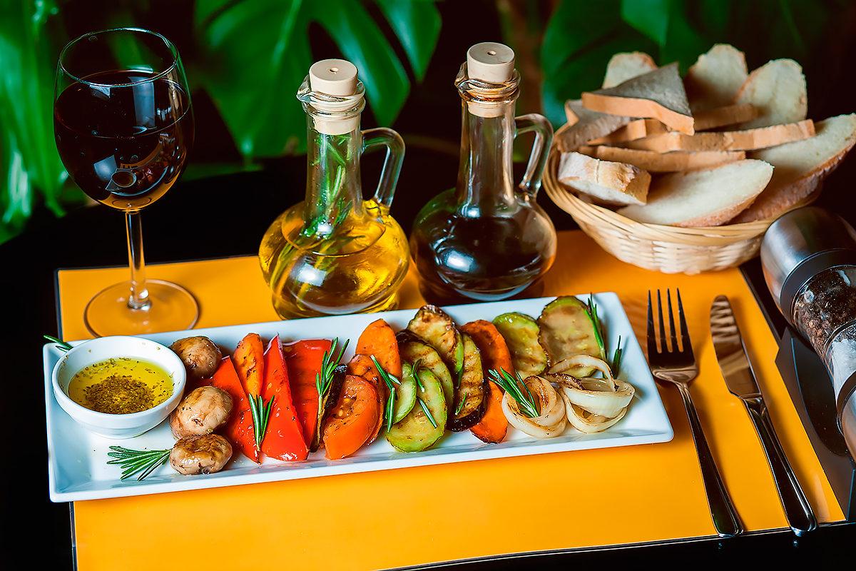 Овощи гриль с красным вином
