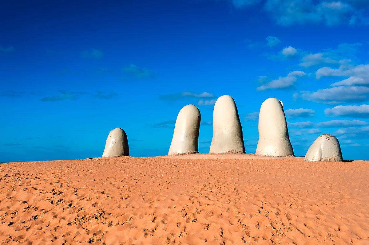 Пальцы - монумент утопающему, Уругвай