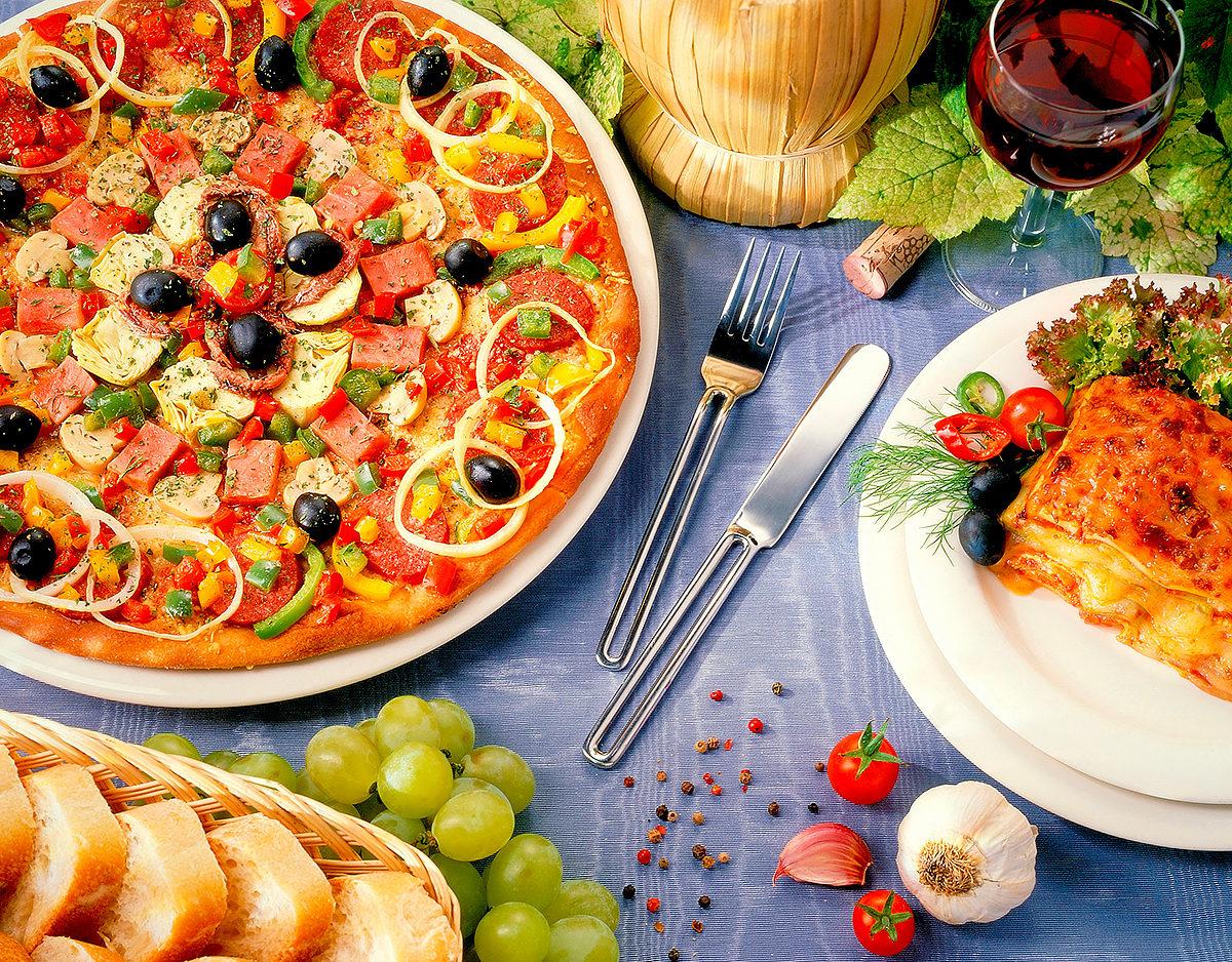 Роскошная пицца, лазанья и вино, Ватикан