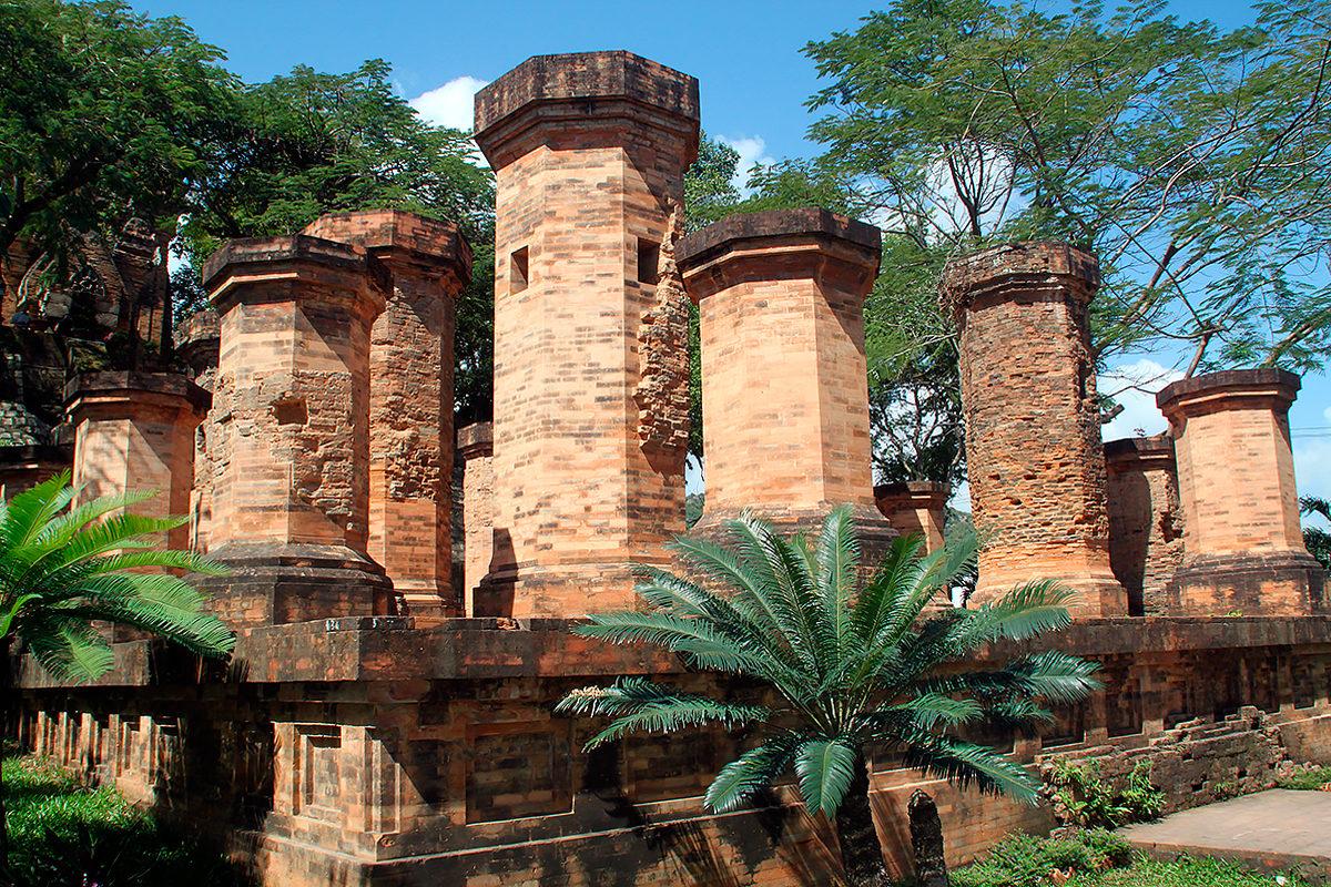 Колонны, Башни По Нагар Чам
