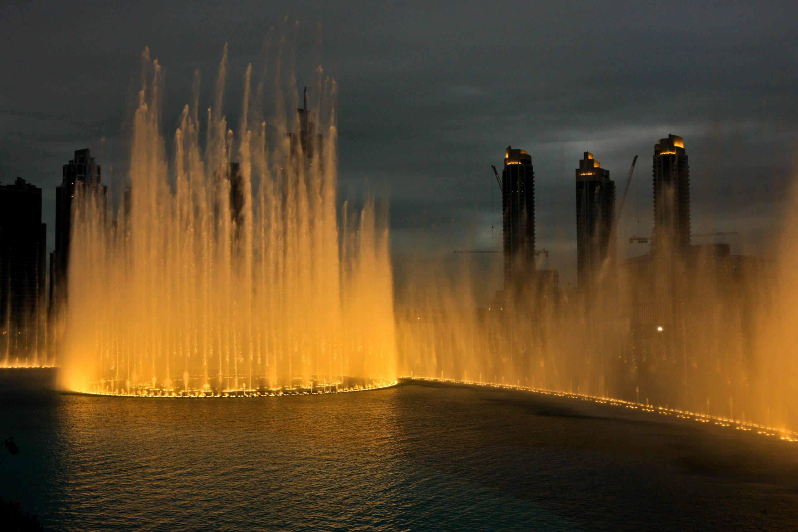 Танцующий фонтан картинка