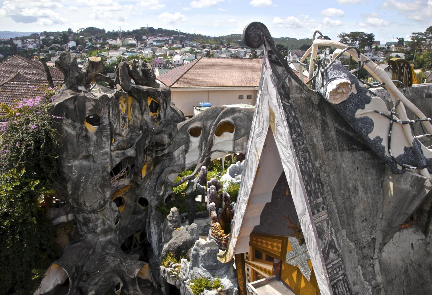Hang Nga Guesthouse. Crazy-House во Вьетнаме