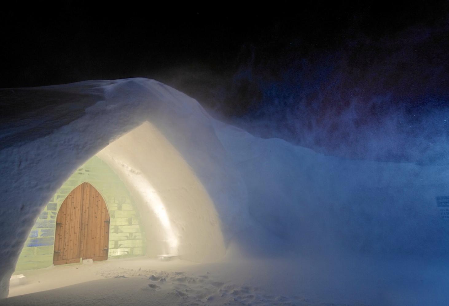 Hôtel de Glace — ледяной отель в Квебеке, Канада