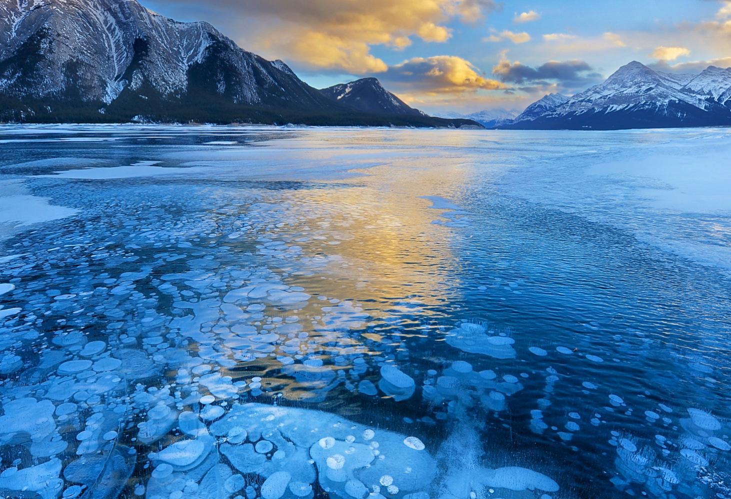 Озеро Абрахам (Abraham Lake), Канада, провинция Альберта