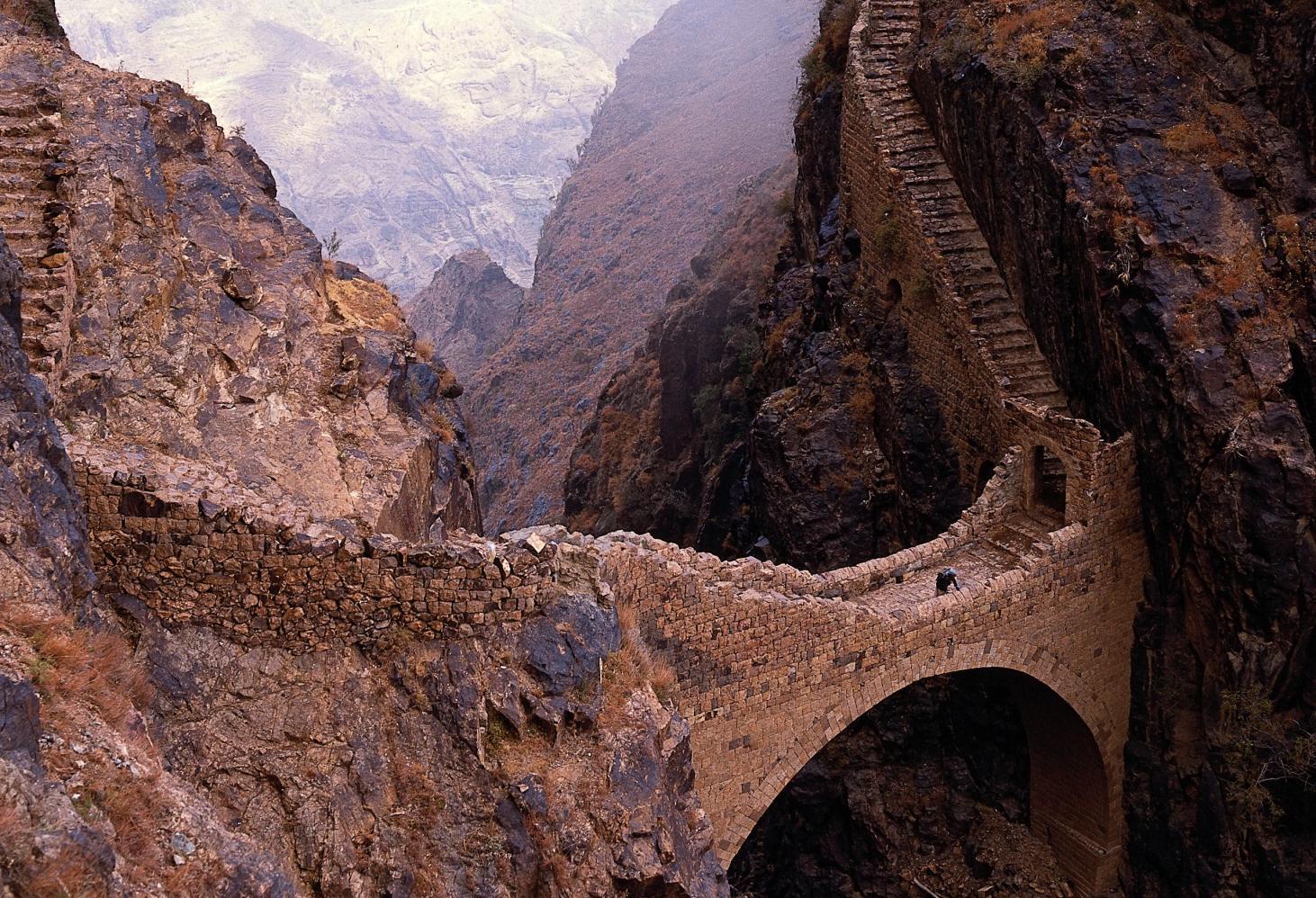 Йемен. Мост в Шихаре (The Shahara Bridge)