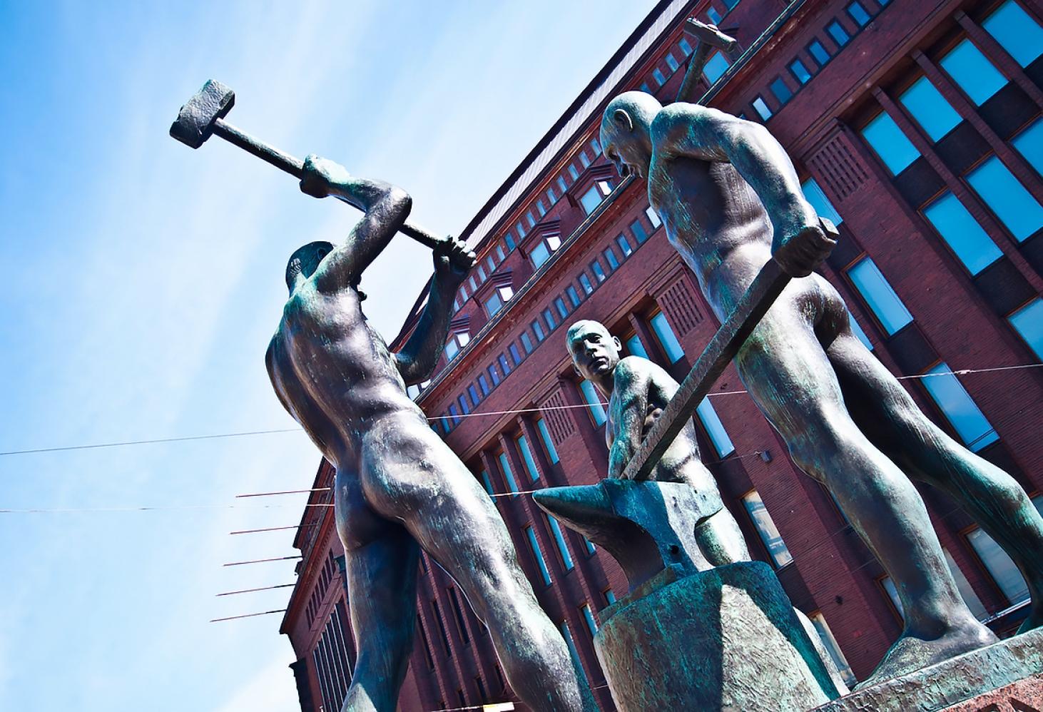 Памятник Три Кузнеца в Хельсинки, Финляндия