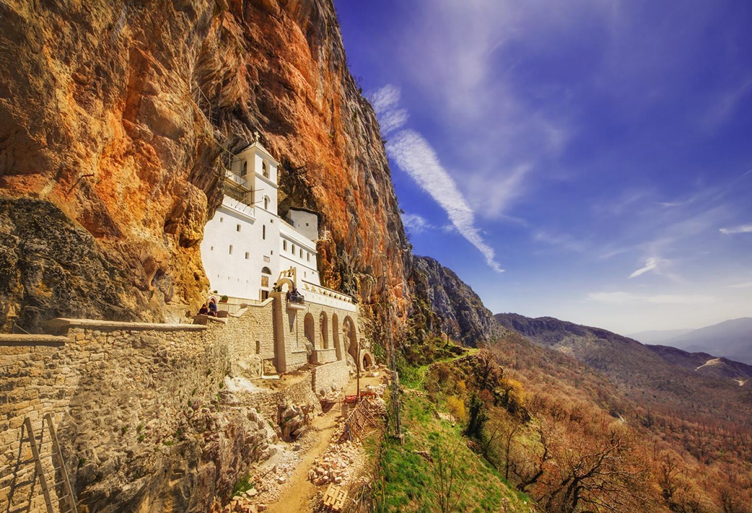 Чудотворный монастырь Острог, Черногория